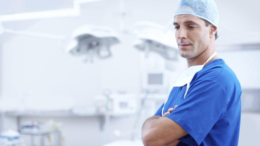 Sepsis dental o periimplantitis provocada por implantes dentales